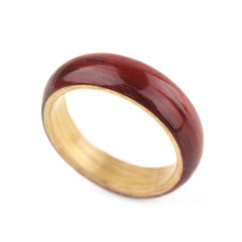 Anéis de madeira reciclada de Gustav Reyes
